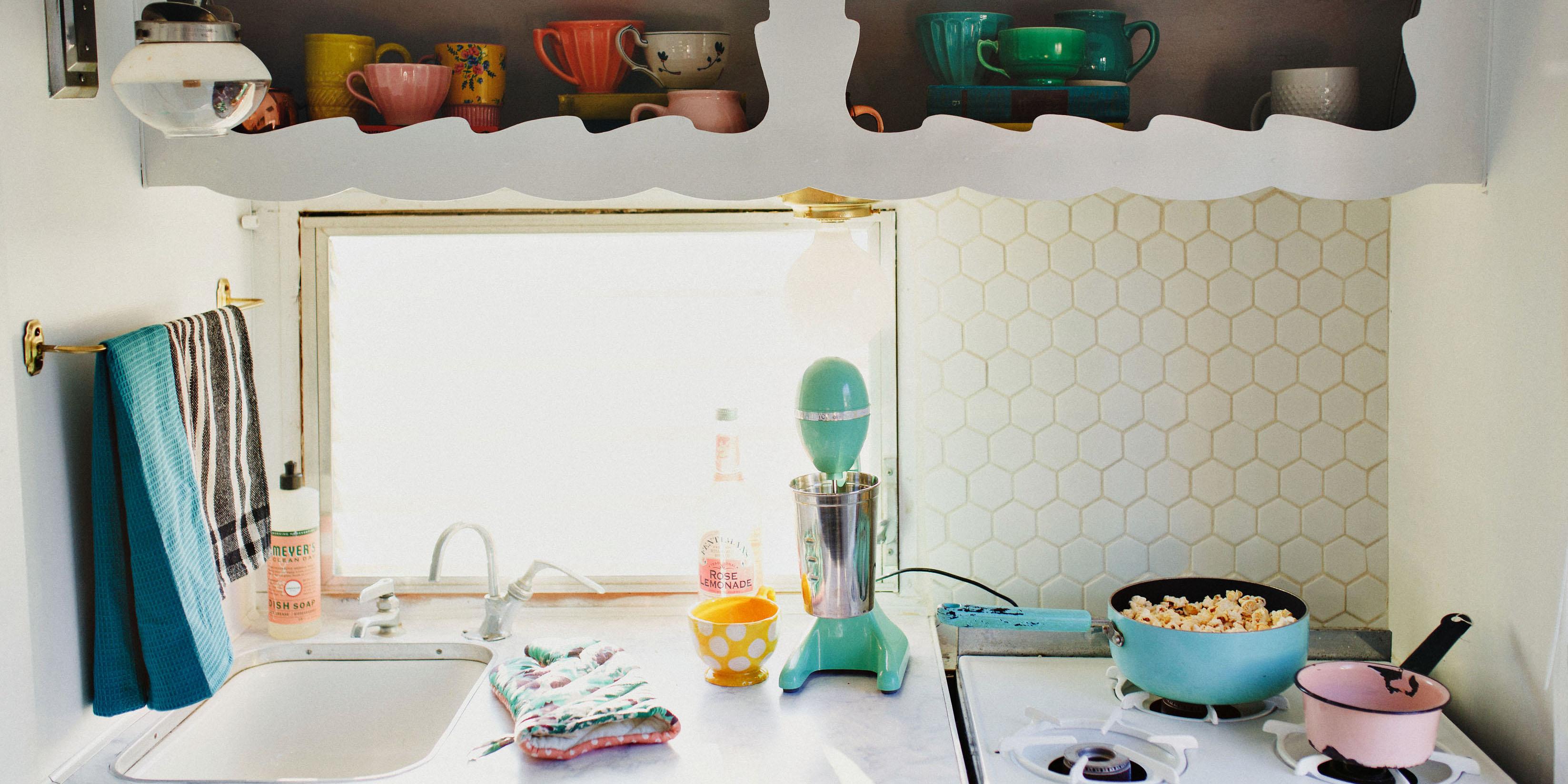 Kitchen Metro Hex 2 in Matte White